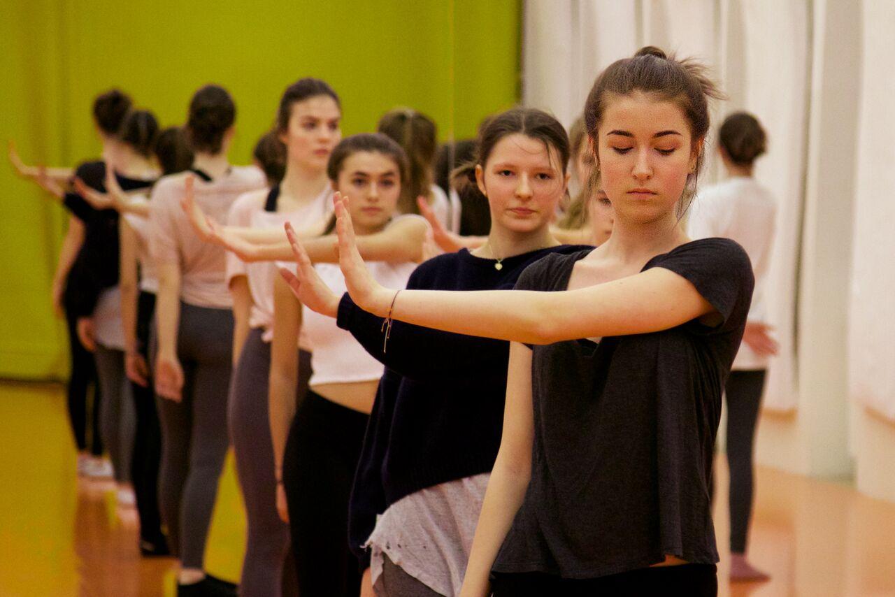 Zu Besuch in der Tanzwerkstatt Wien – Über tanzende Kolleg*innen und unverhoffte Gemeinsamkeiten